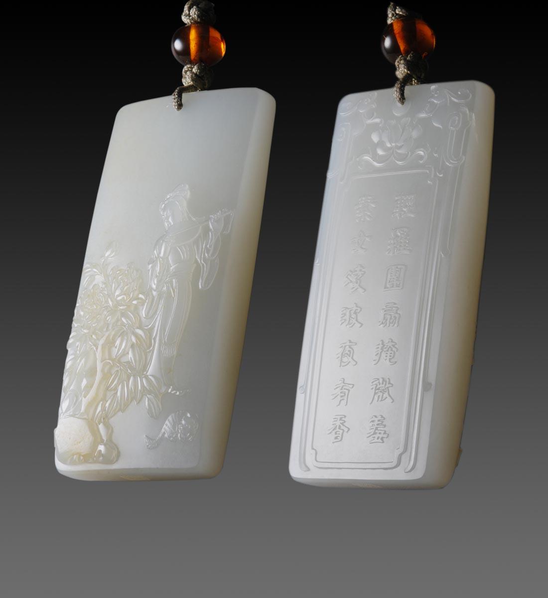 皮雕成牡丹与寿石,仕女手执团扇略遮脸庞
