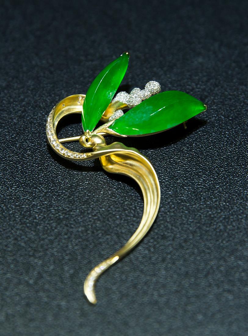 可错过的珠宝首饰设计展  施宗颖的作品,以佛教题材为主,材质多为翡翠